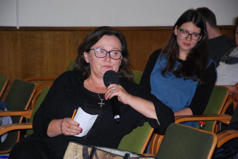 Z przodu Jolanta Krysowata, za nią Aleksandra Sadokierska