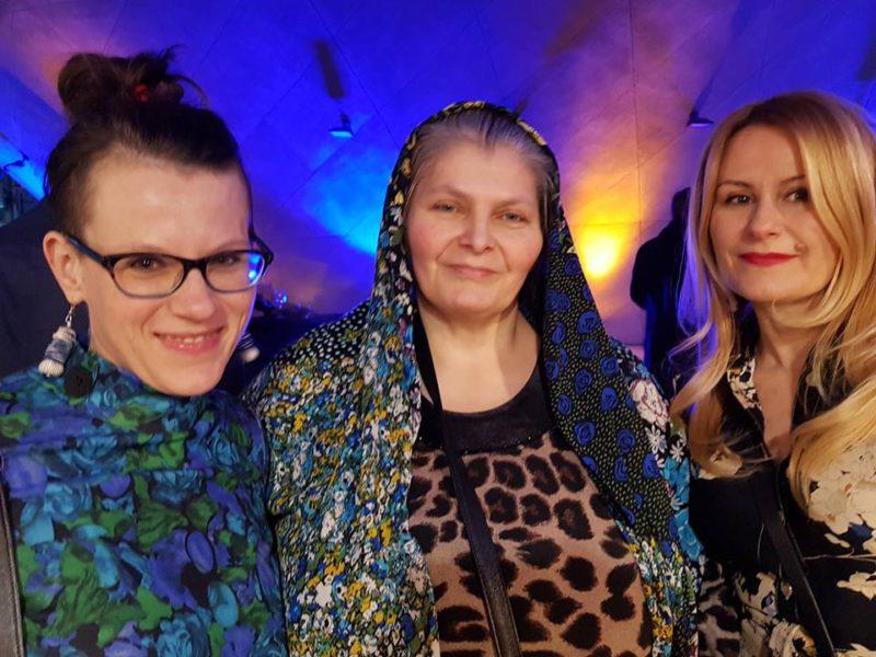 od lewej: Magda Świerszczyńska-Dolot, bohaterka jej reportażu, Katarzyna Michalak