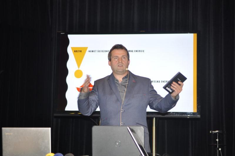 Adrian Chimiak podczas wykładu